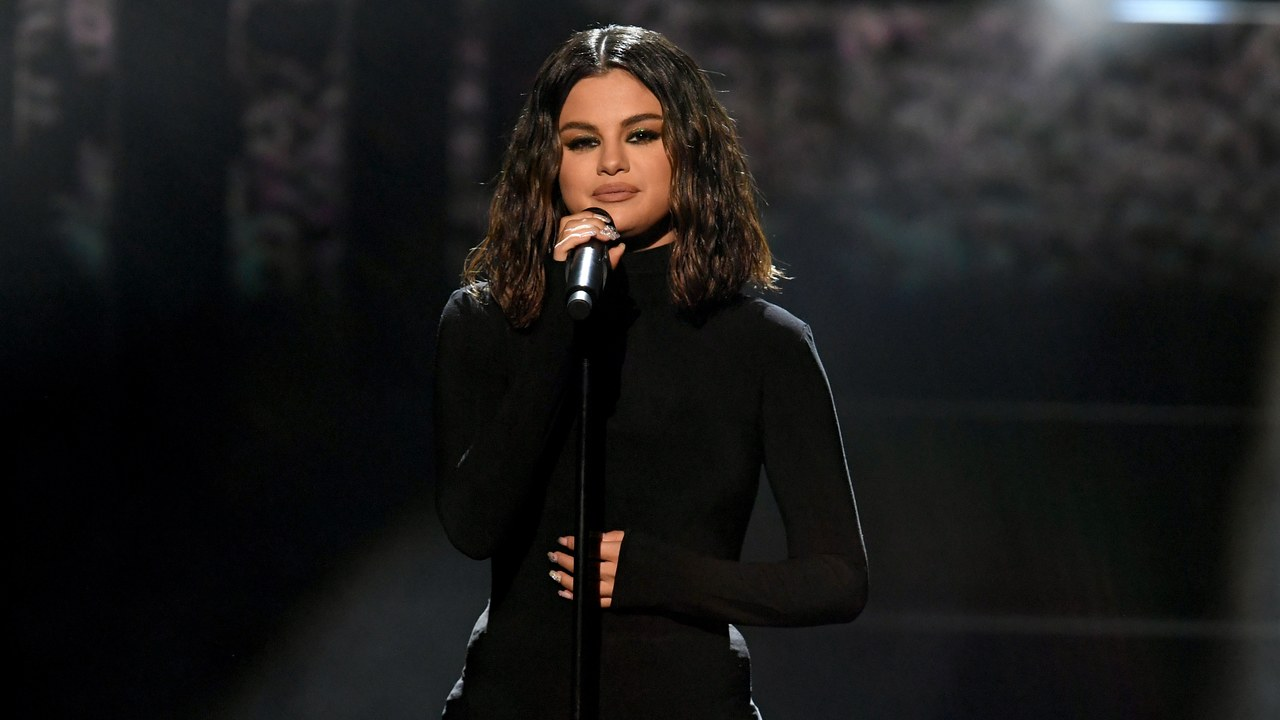 Selena Gomez Performs Live for the First Time in Two Years at the 2019 AMAs